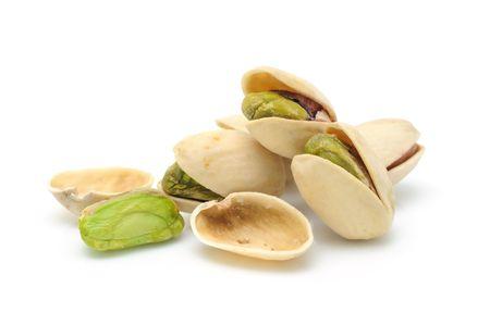Tas de noix de pistaches isol�es sur fond blanc Banque d'images