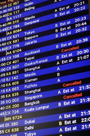 cronograma: Junta de informaci�n de programaci�n de vuelo en el Aeropuerto Internacional de Hong Kong