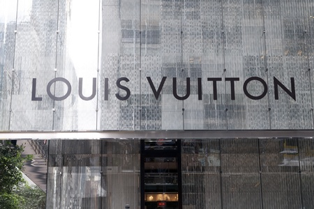 louis vuitton: Louis Vuitton firma di boutique a Hong Kong Editoriali