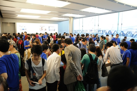 Full of customer in Hong Kong Apple store