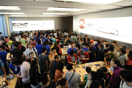Full of customer in Hong Kong Apple store Stock Photo - 12147557