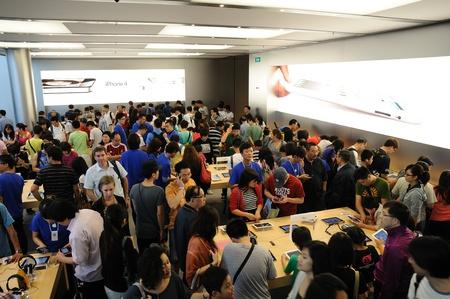 Full of customer in Hong Kong Apple store