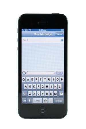 �cran de messagerie texte le 5 iPhone isol�e sur fond blanc