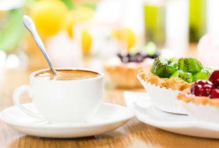 フルーツ デザートとコーヒー 写真素材