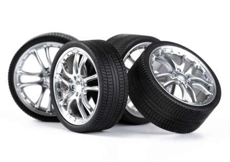 白い背景の上の車の車輪。