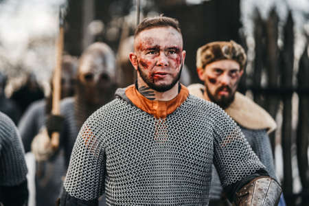 Photo of knights in armor with swords during the war. Evil emotions of a warrior who goes to battle with the sword. Imagens