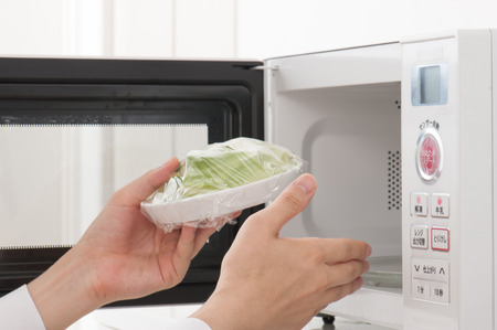 microondas: microwave oven