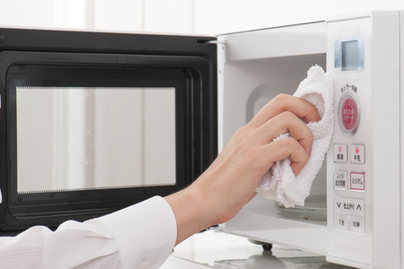 microwave: microwave oven