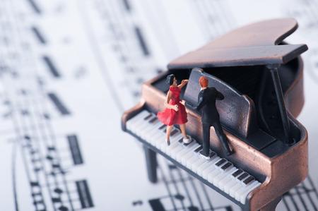 danseuse: Piano � queue et danseur