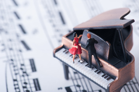 piano: Piano de cola y bailarín