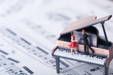 グランド ピアノ、ダンサー