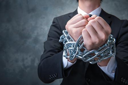 empleada domestica: Hombre de negocios con la cadena