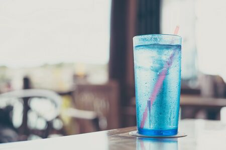 entered: Water that has entered the blue cup