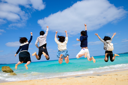 Young people to jump at the beach