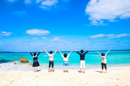 5 人の若い人々 は、海の景色
