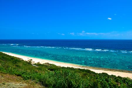 沖縄、サンゴ礁の海 写真素材 - 58683516