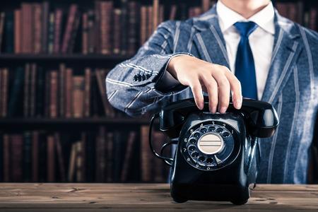 黒電話、本をたくさん 写真素材