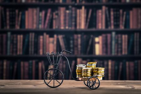 お金、自転車 写真素材