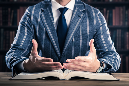読書と男性 写真素材
