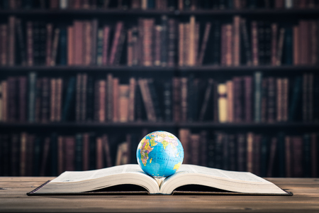 Heavy book and globe Banque d'images