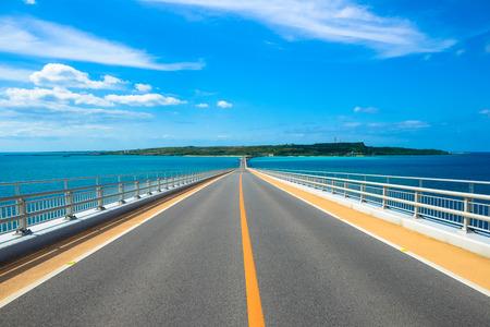 오키나와의 미야코 섬이 라부 다리