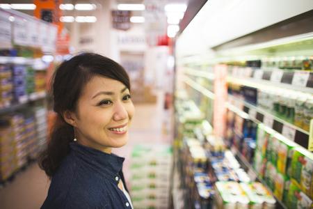 Women shopping Stok Fotoğraf