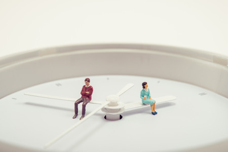 bewegung menschen: Men and women sitting on watch