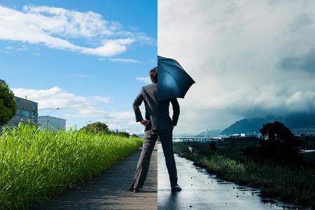 Zakenman, zonnig en regen, het verschil