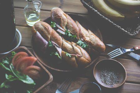 Cascroute de jambon et de laitue Banque d'images - 79037729