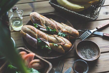 Cascroute de jambon et de laitue Banque d'images - 79037768