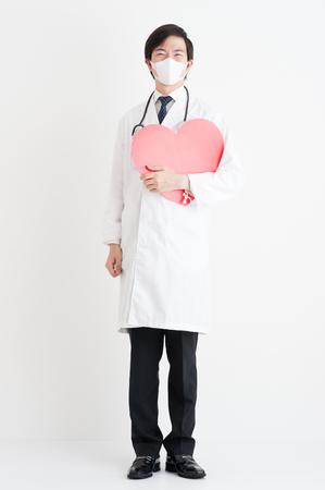 cuerpo entero: asian doctor in room
