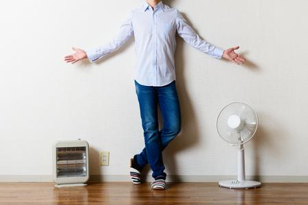 ファン、電気ストーブ、男