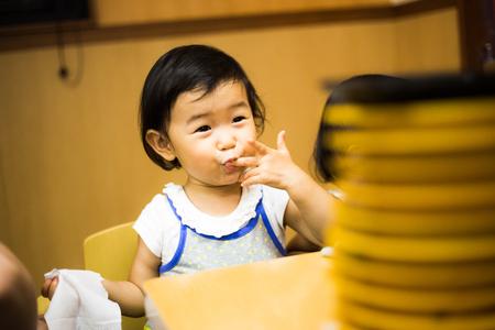 かわいい赤ちゃんの食事 写真素材