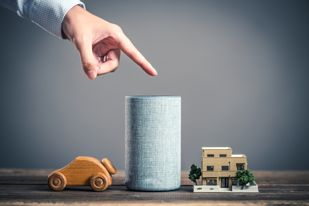 Smart speaker and male hand Standard-Bild