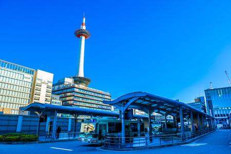 교토, 일본 -12 월 18 일, 2017 : 교토, 일본 교토 타워 교토의 가장 높은 구조입니다.