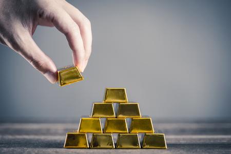 Beaucoup de lingots d'or