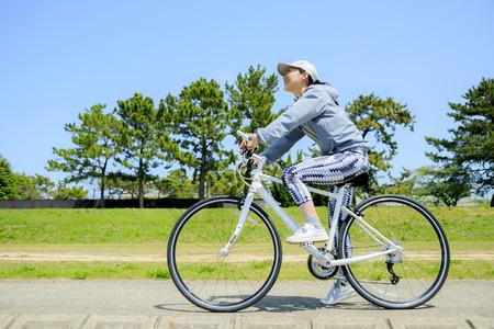 Asian women and cycling Standard-Bild