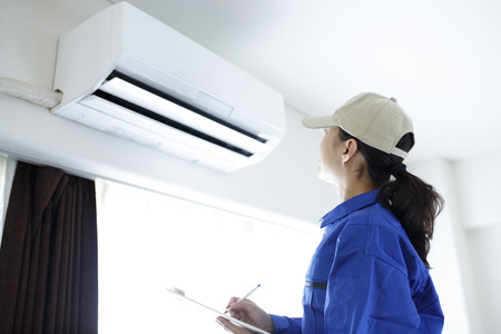 woman to check the air conditioner