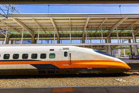 kaohsiung, taiwan - 11. Mai 2008: Taiwan High Speed Rail ist eine Hochgeschwindigkeitsstrecke, die ungefähr 349,5 km entlang der Westküste Taiwans verläuft.