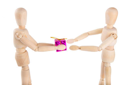marioneta de madera: Wooden puppet gives a purple gift to another puppet