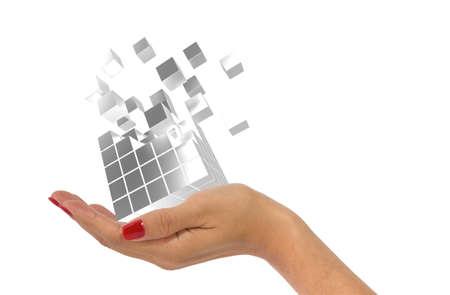 bid: mano que sostiene cubos de plata de la mujer que emiten cubos pequeños como concepto de datos de oferta