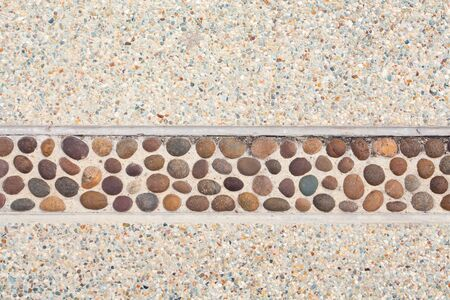 Pebble paving on gravel wall