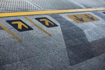 arrow sign at sky train station Standard-Bild
