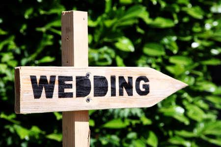 Weg wijzer wijst naar een bruiloft Stockfoto