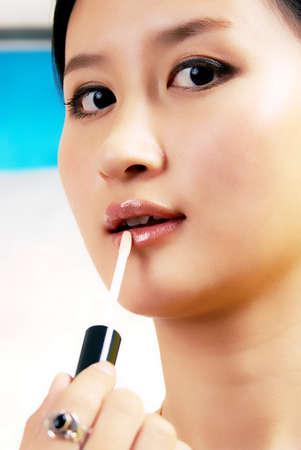 ni�as chinas: Ni�as chinas aplicar el l�piz labial plano