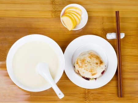 contorni: Cinesi breakfast.soya-bean biscotti al latte e contorni.