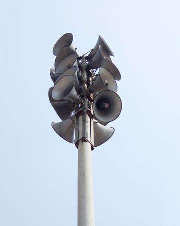 telegraaf: Veel luidsprekers in de telegraaf paal. Stockfoto