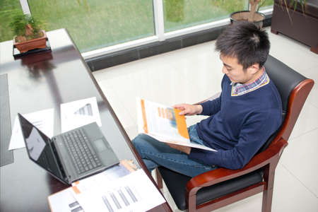 salespeople: Asian young people in the business training, the View data Stock Photo