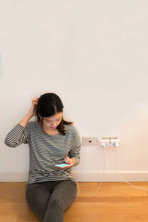 frustrating: Cute asian girl frustrating with phone, charging battery, with copy space