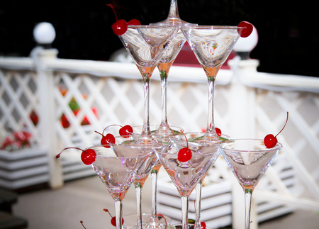 glass clear champagne set mountain part celebration wedding light drink in front of a banquet catering outside Stockfoto